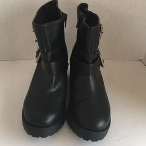 Universal Tread Black Boots
